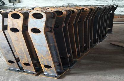 西藏钢板立柱