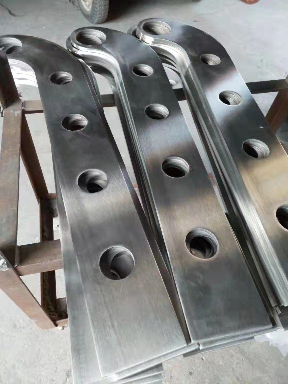 鄂州钢板立柱